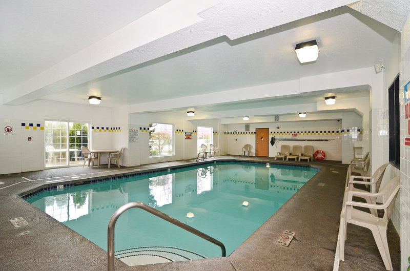 Sold best western plus vancouver mall nw hotel investor nw hotel investor for Indoor swimming pools vancouver