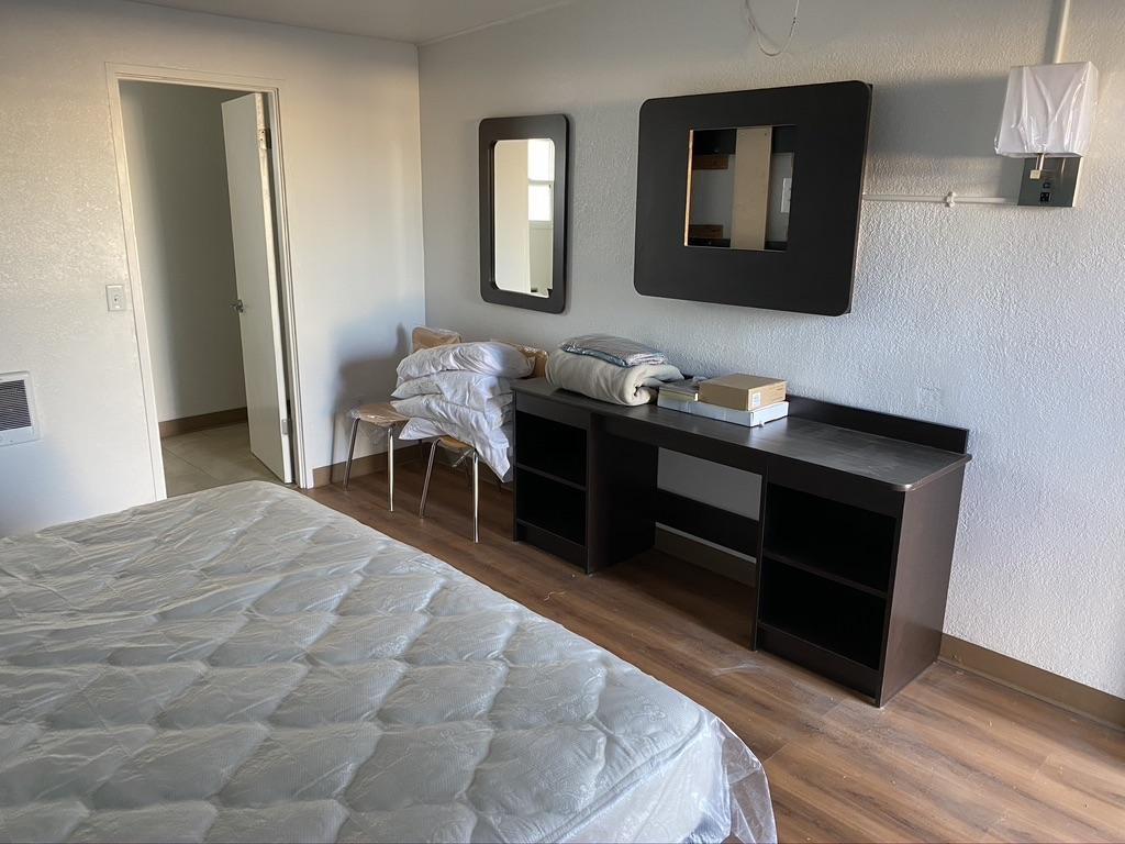 Cabana-Motel-Guestroom-2