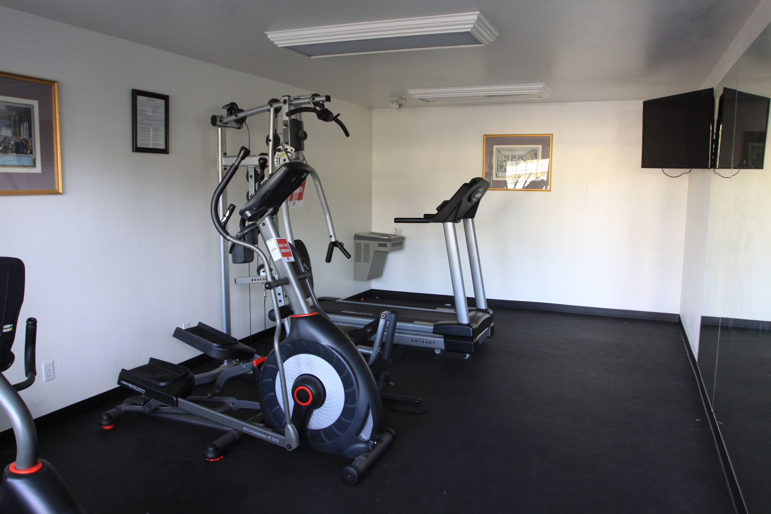 Econo-Lodge-Gym