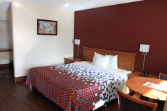Econo-Lodge-Medford-Guestroom-3